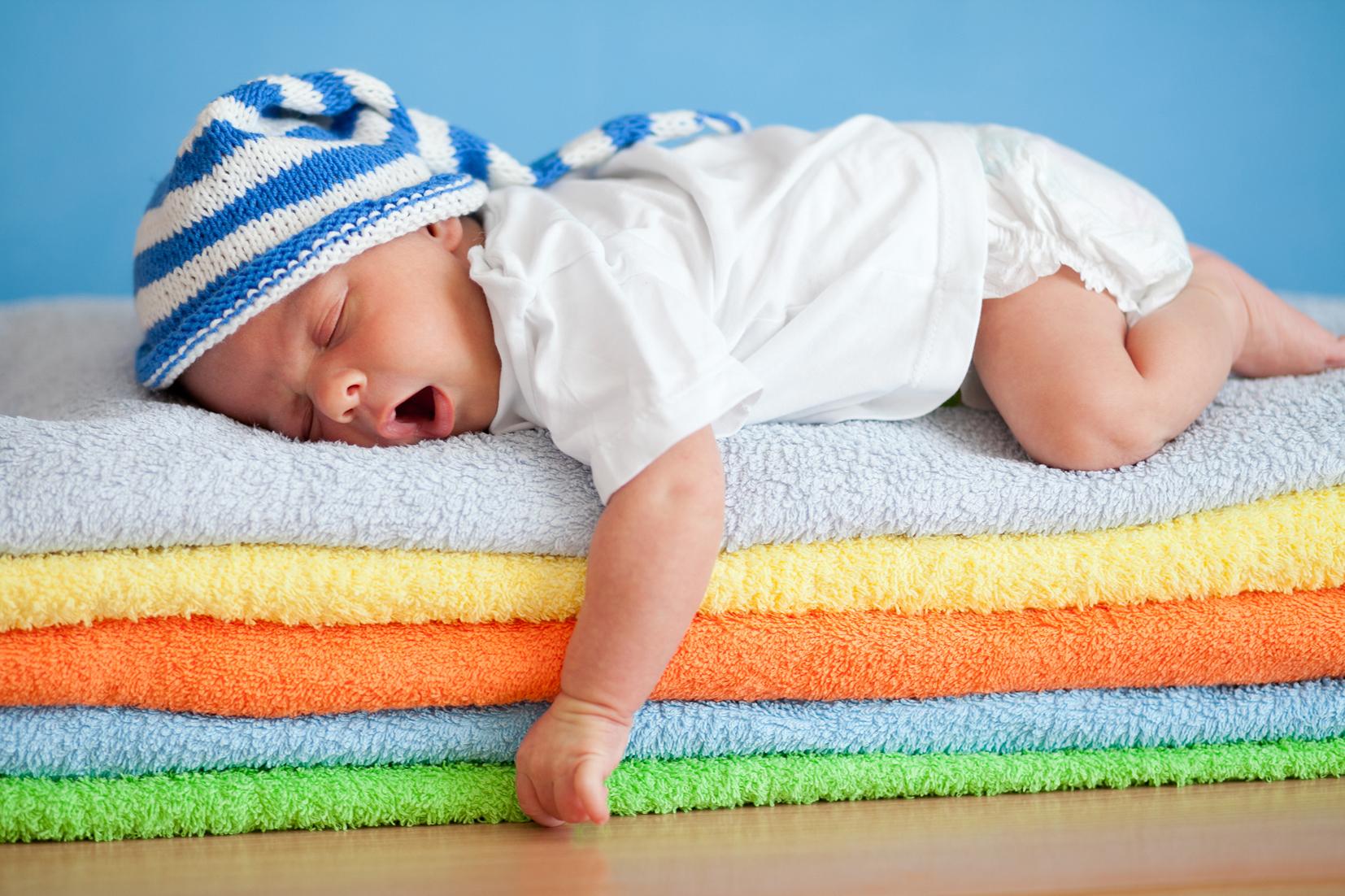Darum schlafen Babys nicht durch