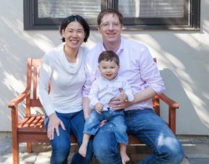 Alison Wong mit ihrem Mann und Sohn.