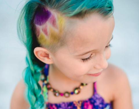 """Zu jung?: Dieses Mädchen möchte """"Unicorn Hair"""" und sieht jetzt SO aus"""