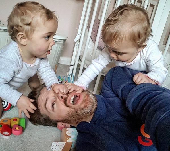 Dieser Vater zeigt auf Instagram, wie das Leben mit vier Töchtern aussieht