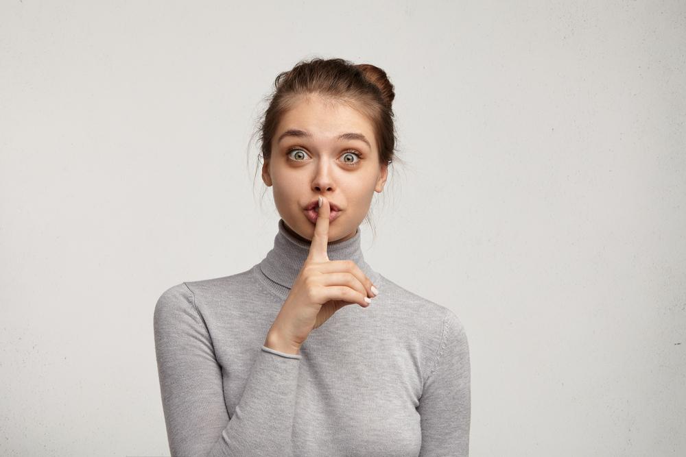 Mit diesen Tipps bleibt deine Schwangerschaft ein kleines Geheimnis
