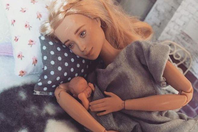 """Mutter kreiiert """"Breastfeeding-Barbie"""", um Stillen zu normalisieren"""