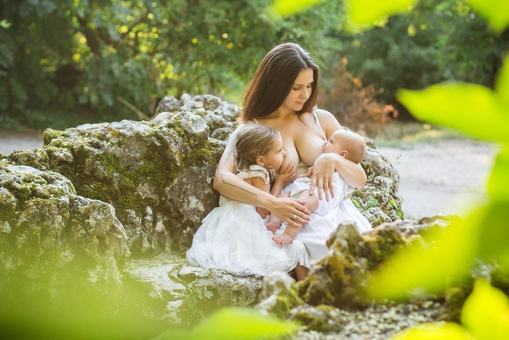 Die Fotos dieser tandemstillenden Mütter sind der Wahnsinn