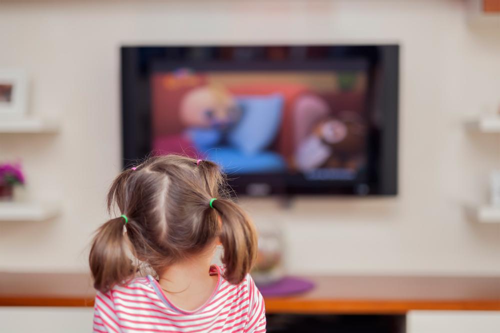 Kinder vor dem Fernseher – was bringen englische Sendungen?