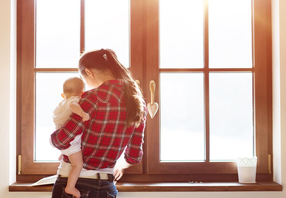 Oha! Darum tragen wir Babys so gut wie immer auf der linken Seite!