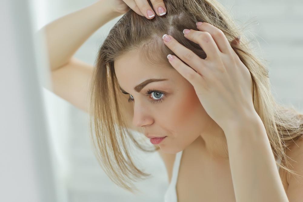 Zum Haare raufen: Was du bei Haarausfall in der Stillzeit tun kannst