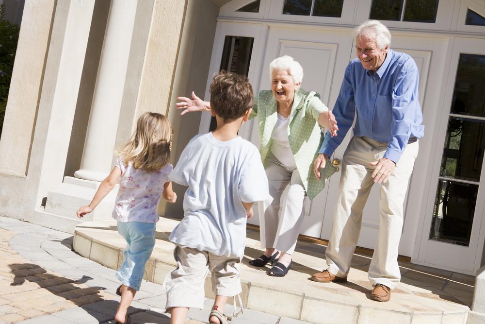 Wenn dein Kind der Oma kein Bussi geben will