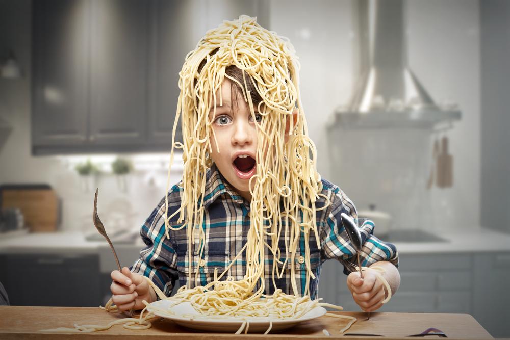 Mahlzeit! Wie bringt man Kindern Tischmanieren bei?