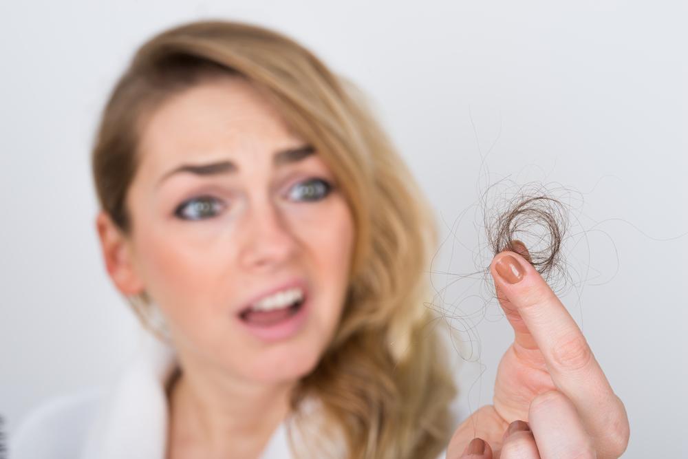Nach der Schwangerschaft: Ab wann du Haarausfall behandeln kannst
