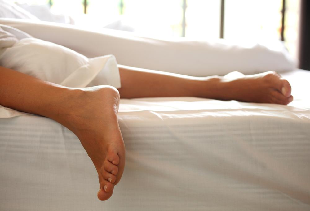 Darf man nach der Geburt wieder am Bauch schlafen?