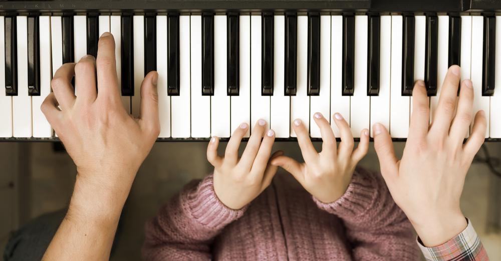 Diese Vorteile hat es, wenn dein Kind ein Instrument spielen lernt