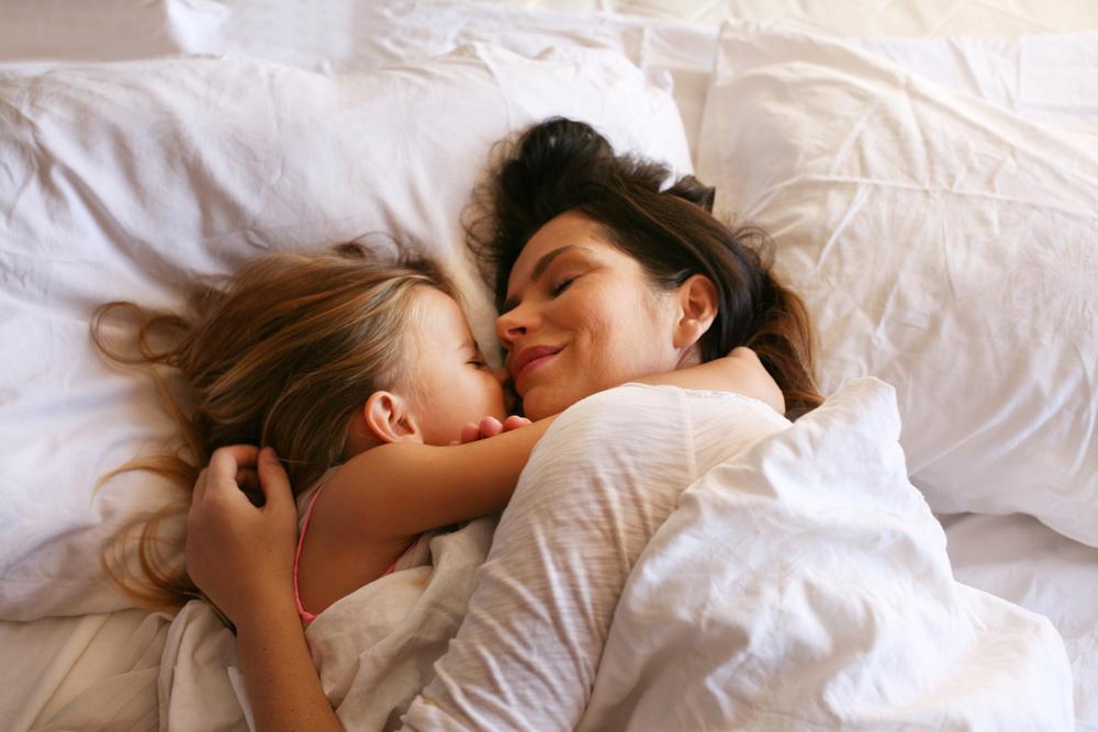 Diese 12 Dinge verrät dir niemand, bevor du mit deinem Kind ein Bett teilst