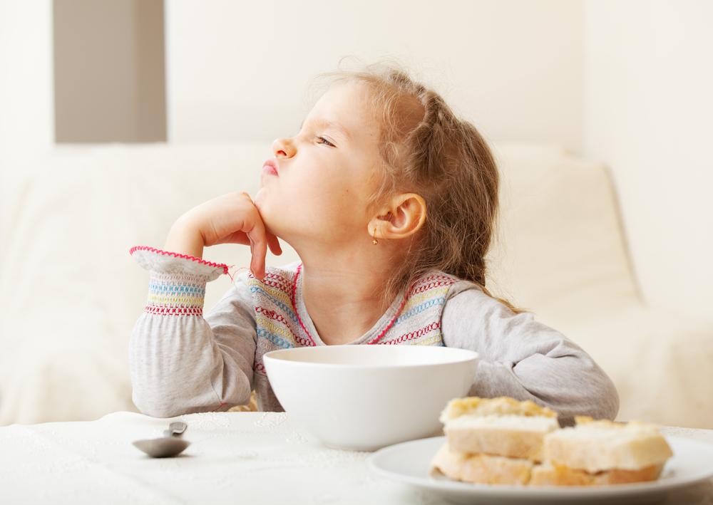 Mit diesen Strategien wird dein Kind beim Essen weniger wählerisch