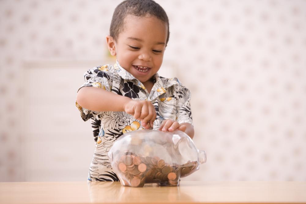 So kannst du deinem Kind spielerisch den Umgang mit Geld beibringen