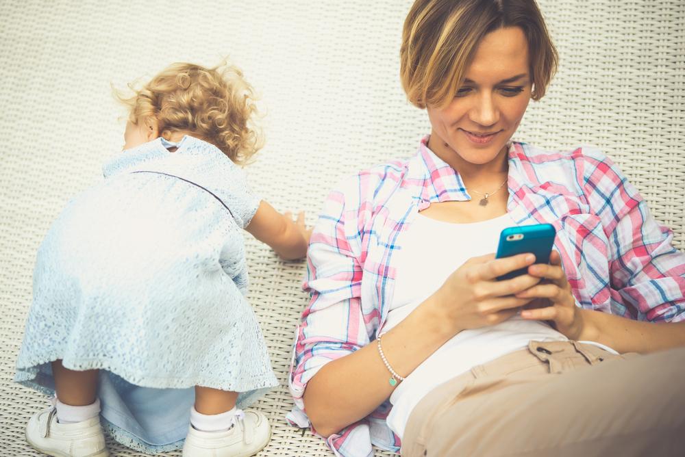 So beeinflusst dein Smartphone die Beziehung mit deinen Kindern