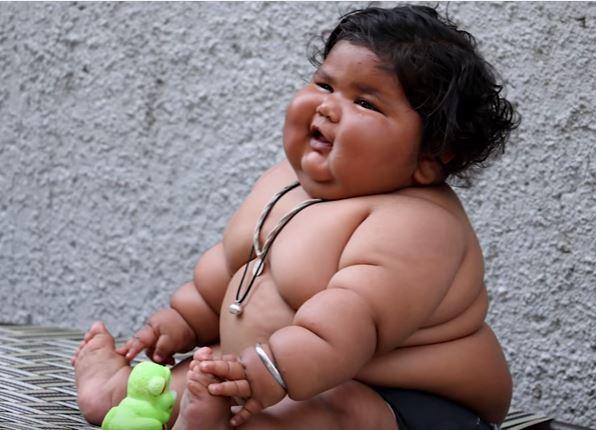 Rätselhaft: Die kleine Chahat wiegt mit 8 Monaten ganze 19 Kilogramm