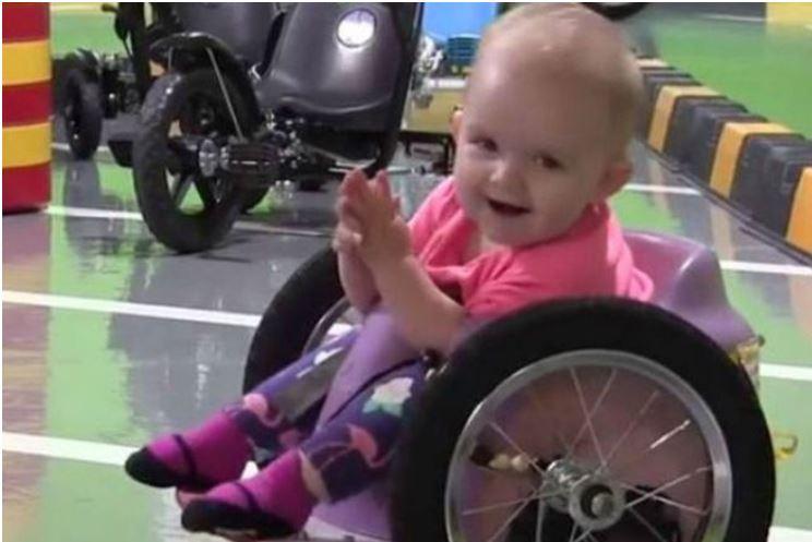 Wow: Dieses Baby im Rollstuhl zeigt, was Überlebenswille ist