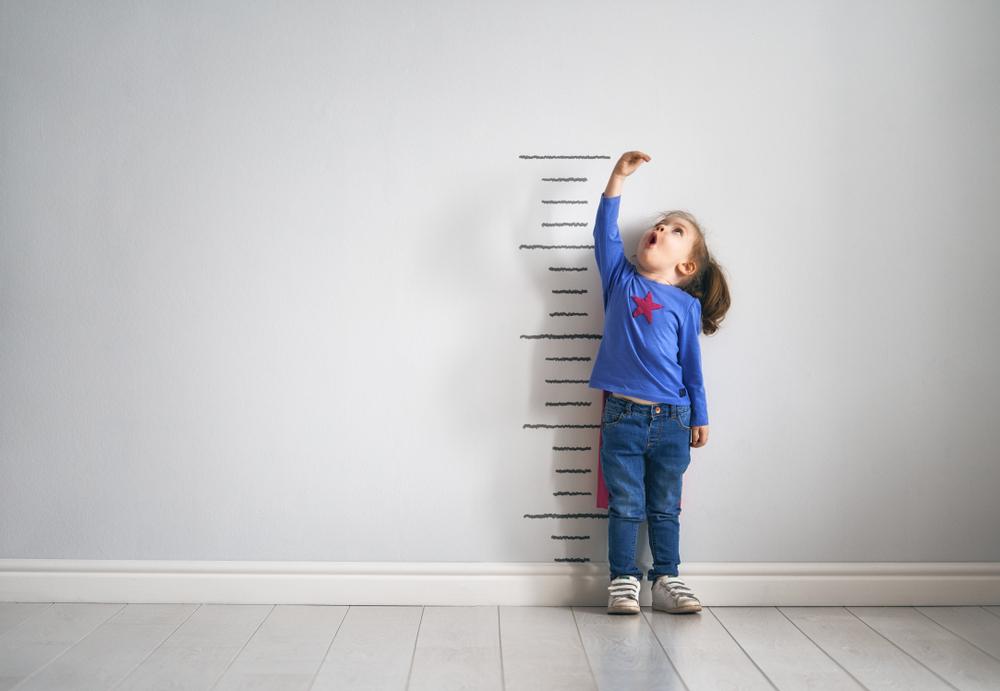 So kannst du berechnen, wie groß dein Kind werden wird