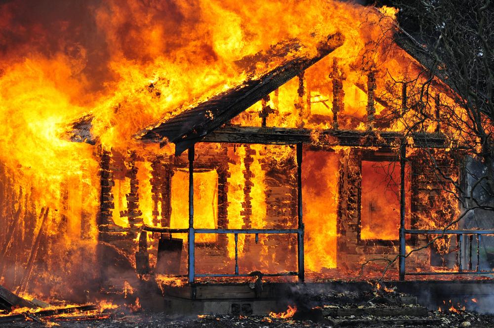 Hausbrand: Diese Mutter opferte ihr Leben um ihr Baby vor den Flammen zu retten