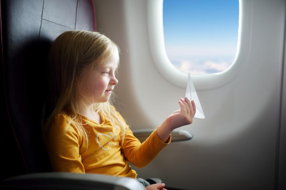 Urlaubszeit: 7 Ideen wie du deine Kinder auf dem Flug unterhalten kannst