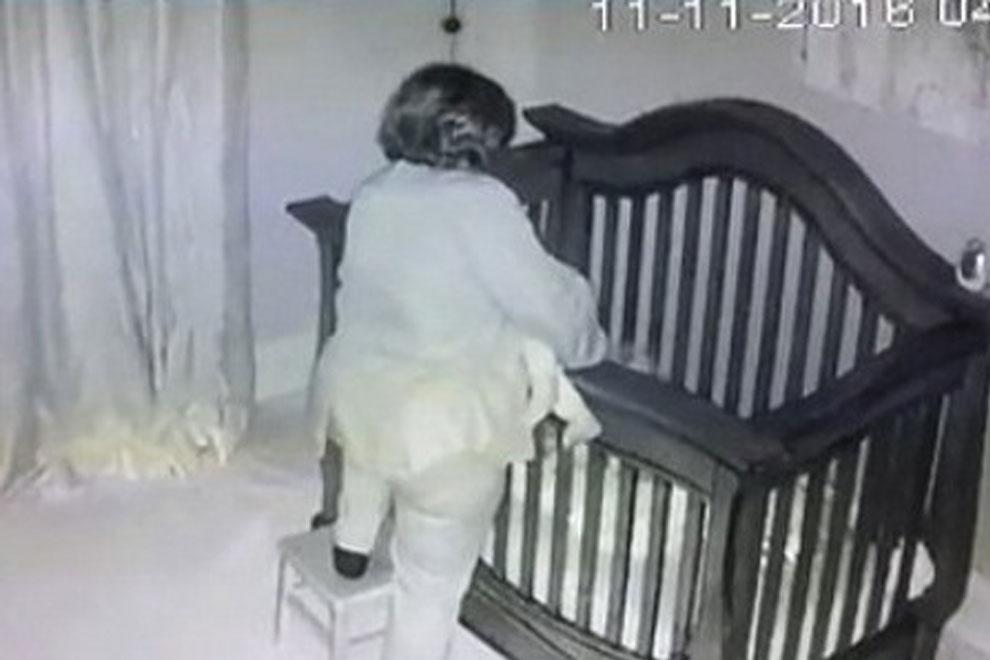 Grandios: Diese Oma versucht ihre Ekelin schlafen zu legen und das ganze Internet lacht Tränen
