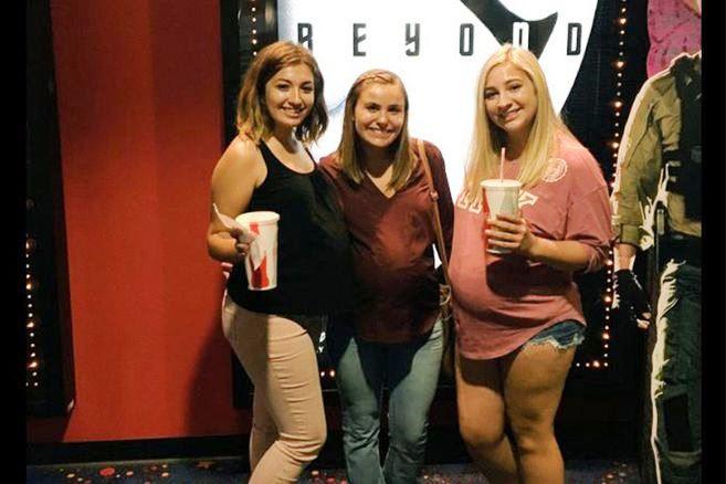 Heftig: Darum gehen diese drei mit Babybauch ins Kino, und ohne wieder raus