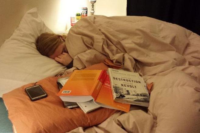 Das Internet dreht durch, als ein Mann seine Frau beim Schlafen fotografiert