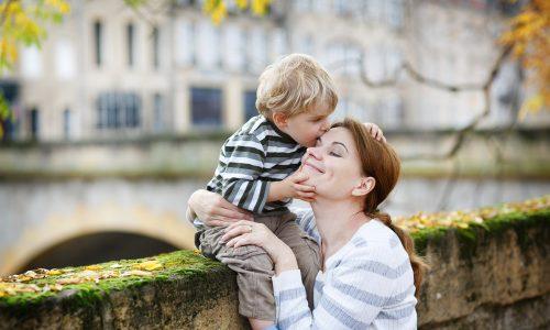 Diese Mutter erklärt, wieso Eltern aufhören sollten sich gegenseitig zu kritisieren