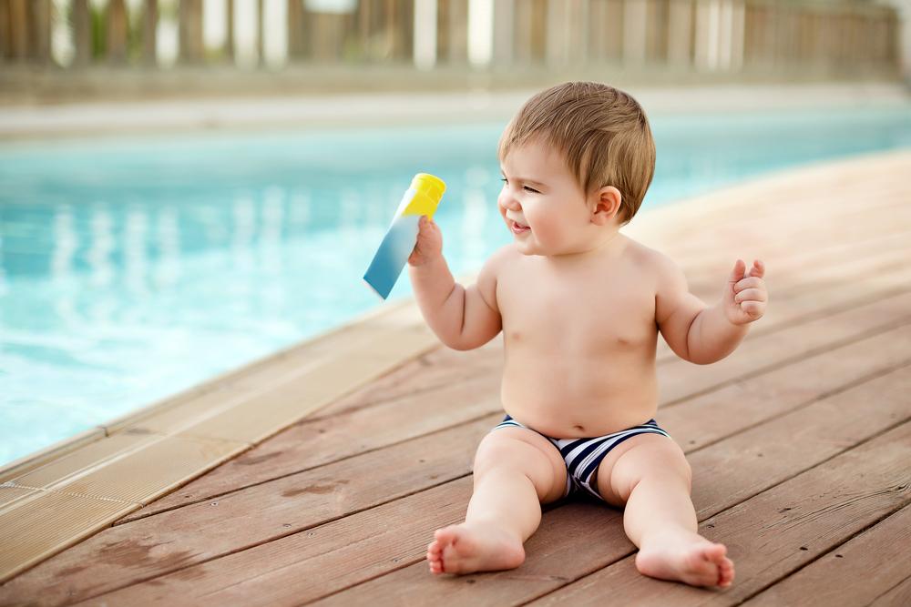 Achtung, Verbrennungsgefahr: So schützt du dein Kind optimal vor der Sonne
