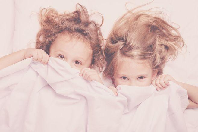 Kinder, die lange im Bett der Eltern schlafen, haben später einen erheblichen Vorteil