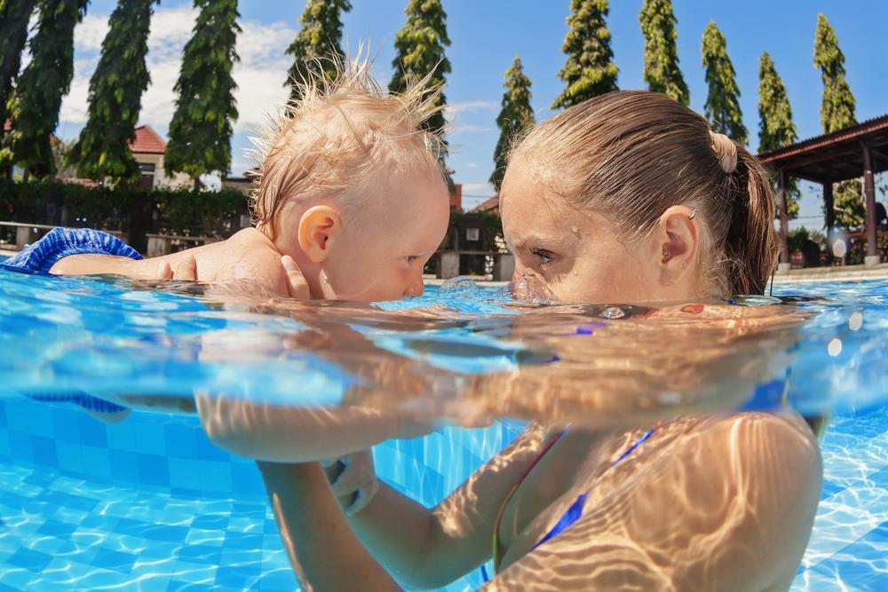 Badezeit: Diese 9 Müttertypen triffst du an jedem Pool