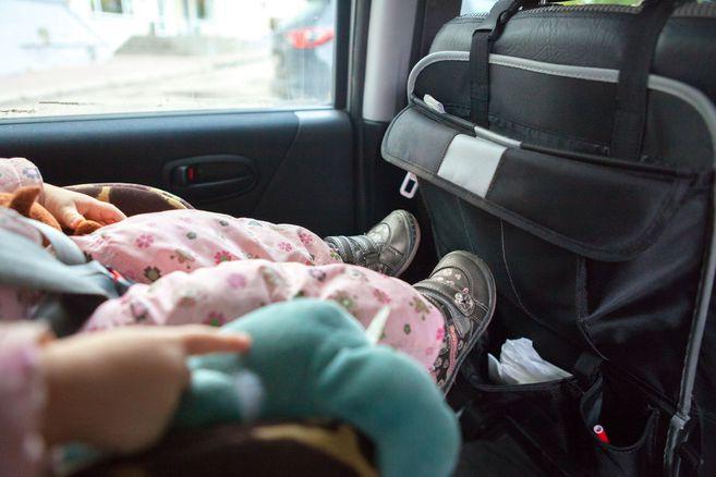 Unfassbar: Mutter sperrt ihre zwei Kinder bei 33 Grad im Auto ein, beide sterben