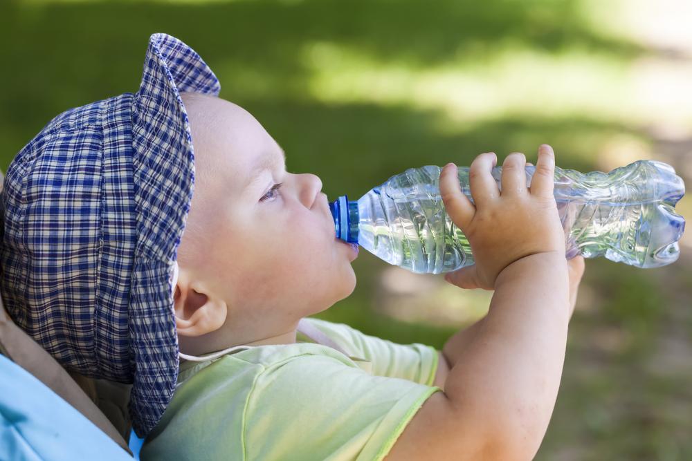 Zu viel Wasser vergiftet euer Baby!