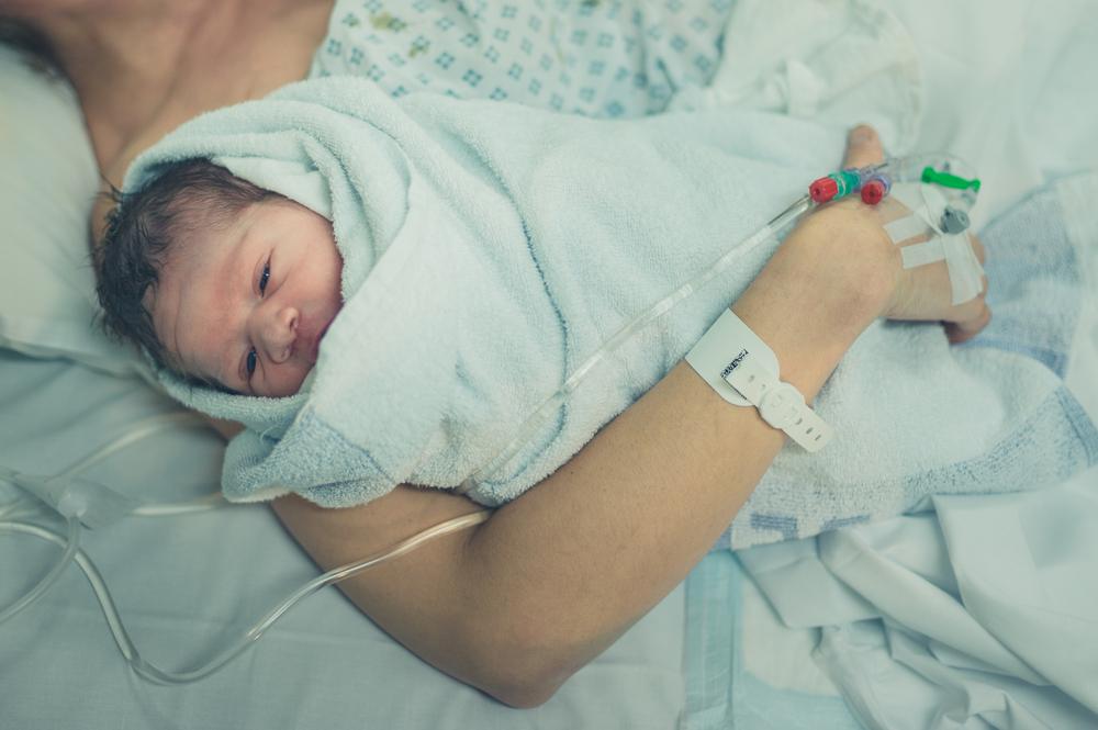 Kreißsaal überfüllt: Baby kam auf Parkplatz zur Welt!