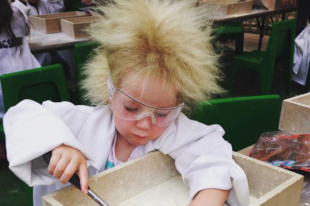 Unkämmbare Haare: Dieses Mädchen leidet unter dem Struwwelpeter-Syndrom