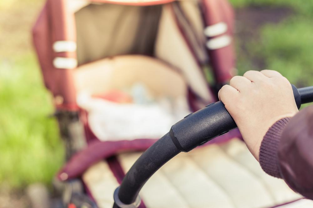 1,5 Promille: Mutter fuhr mit Kinderwagen gegen Hausmauer