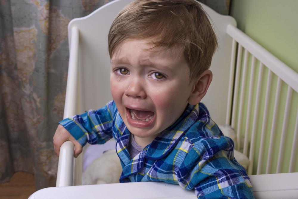 Daran kann es liegen, wenn dein Kind nachts Schmerzen hat