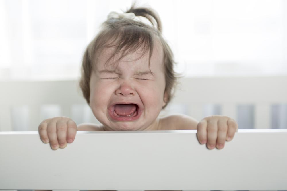 Das passiert laut Wissenschaft, wenn du dein Baby schreien lässt