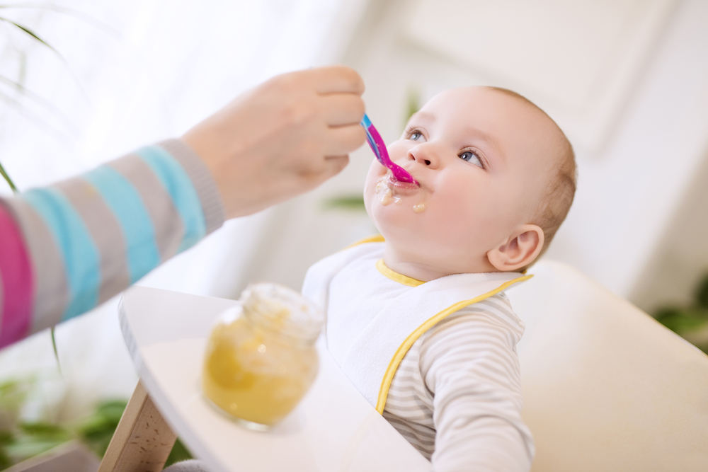 Wenn dein Baby beim Essen abgelenkt ist