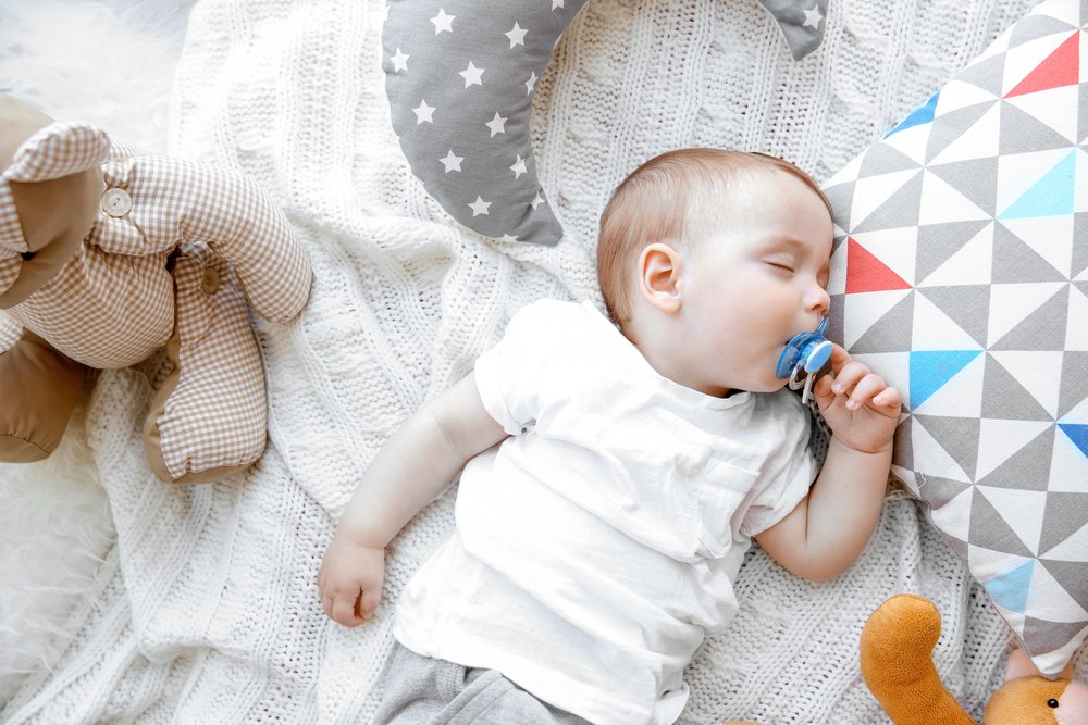 Daumen vs. Schnuller – Was ist besser für Babys?