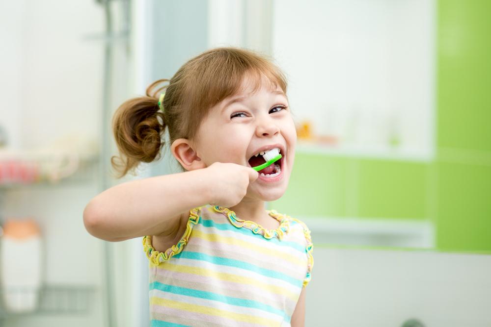 Aufgepasst: Auf diese Dinge musst du beim Zähneputzen deines Kindes unbedingt achten