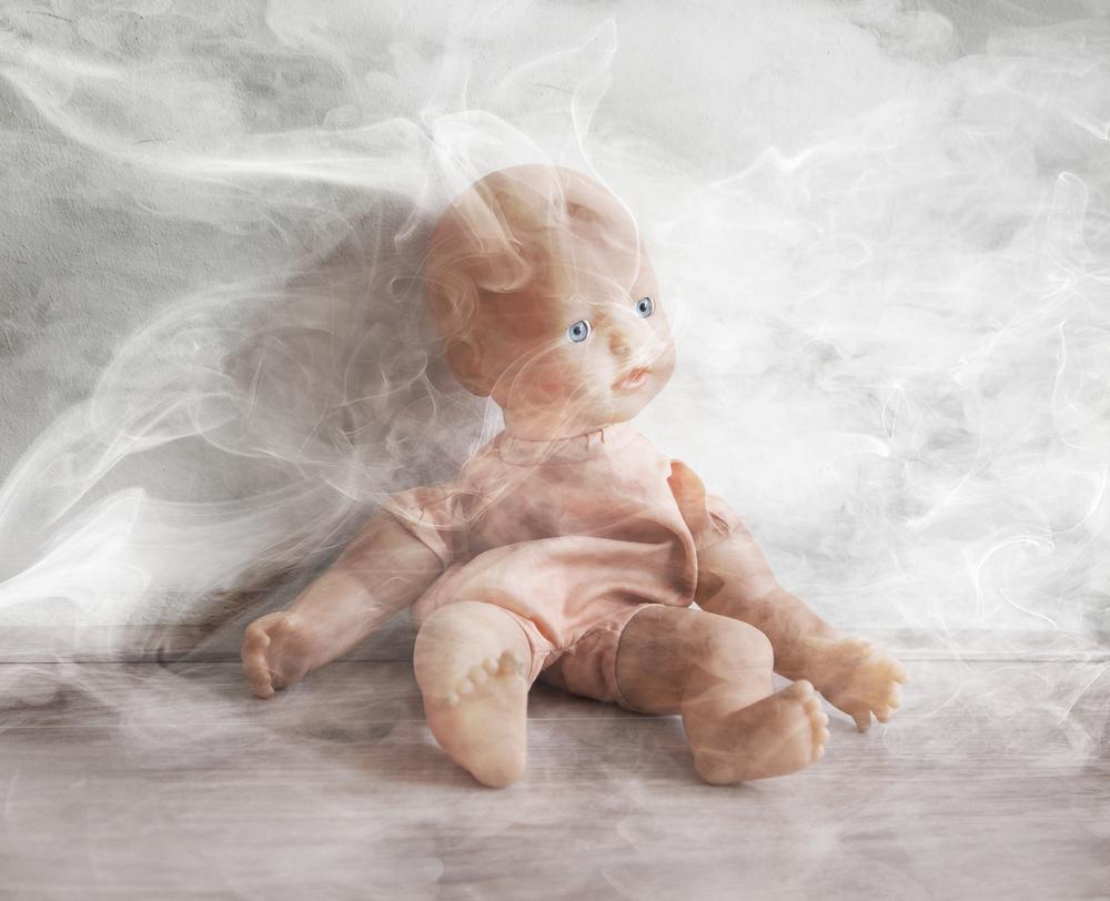 Auch kalter Zigarettenrauch auf der Kleidung schadet Kindern