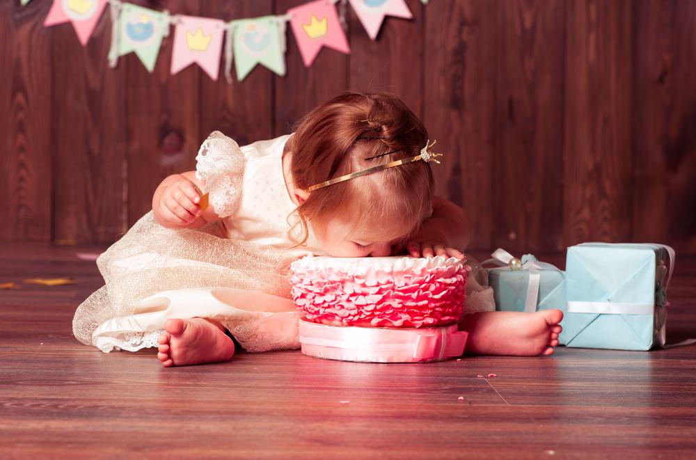 Zum Anbeißen: 5 Geheimnisse, wie dieses süße Kuchenshooting mit deinem Baby gelingt