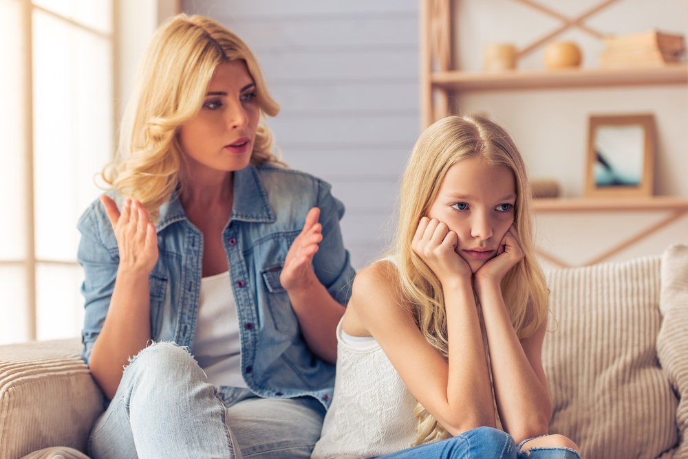Auf die Zunge beißen: Diese Sätze solltest du nie zu deinem Kind sagen