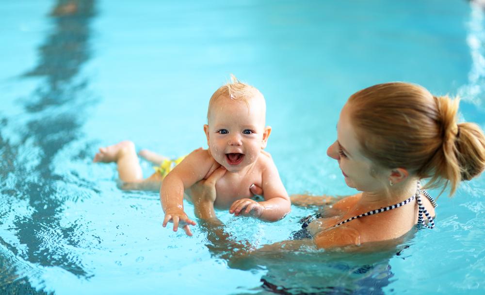 Mit diesen 3 Fragen bereitest du dich auf die erste Babyschwimm-Einheit vor