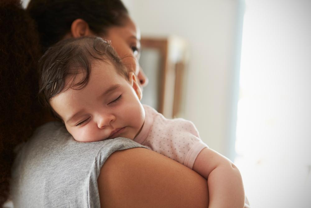 """Wissenschaftlich bestätigt: Du kannst dein Baby gar nicht """"zu viel"""" halten"""