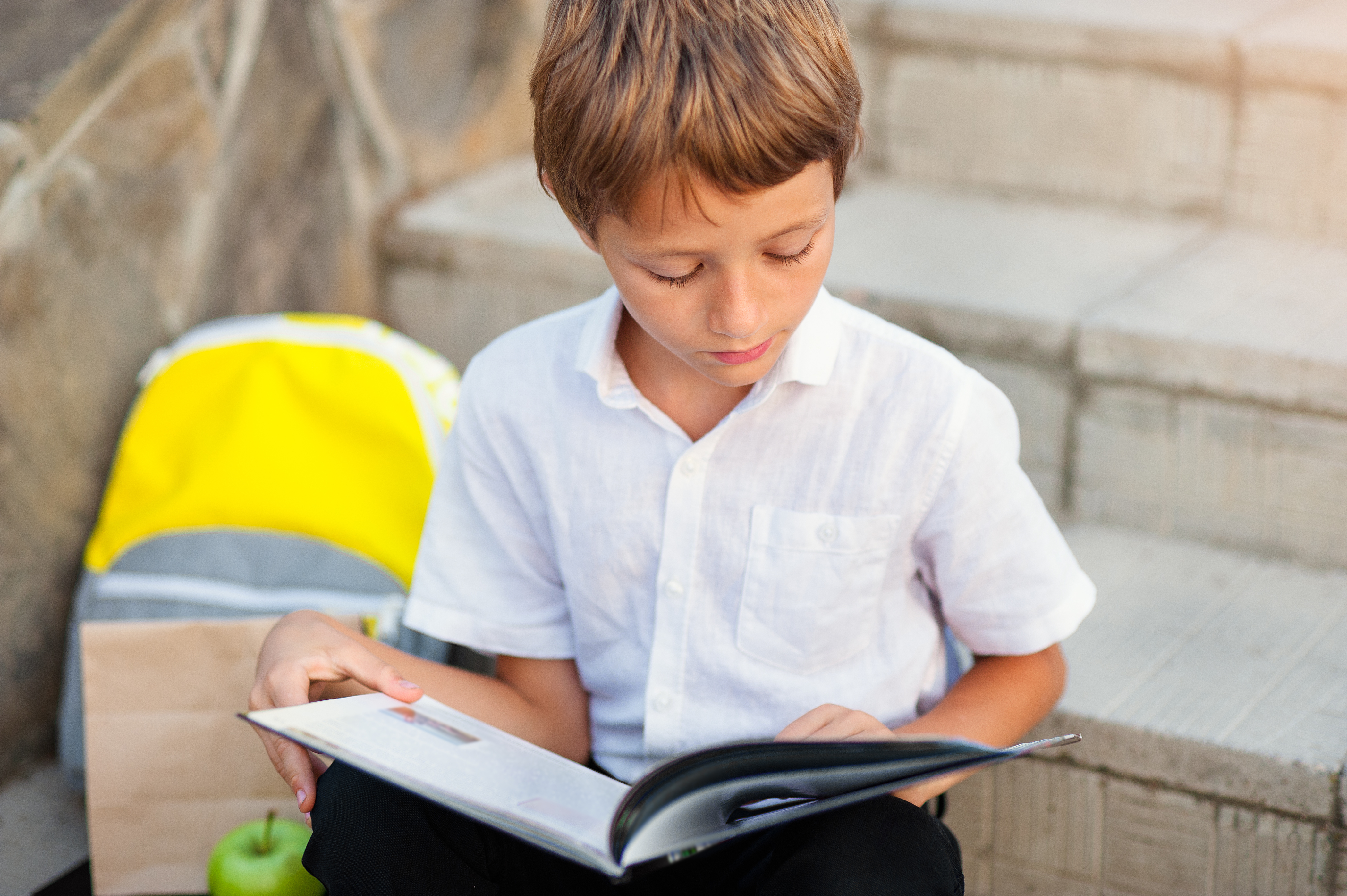 Anzeichen und Nachsorge: Das braucht dein Kind nach einer Gehirnerschütterung
