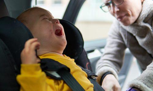 Kind litt zwei Jahre an Übelkeit im Auto und DAS war der Grund