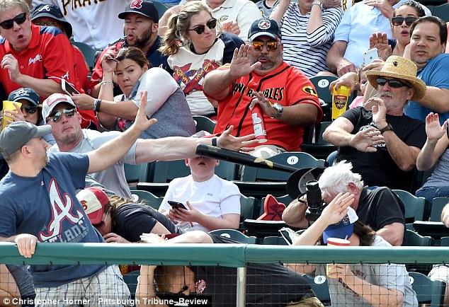 Vater rettet Sohn vor Baseballschläger