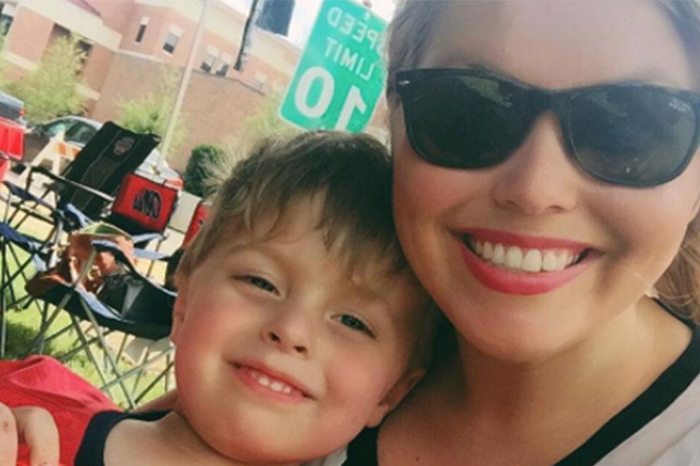 Mutter macht Scherz über ihr Kind – dann steht die Polizei vor ihrer Tür
